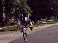 Poor piloting causes terrifying cycle crash