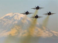 On the fly: SeattlePI.com photographer captures Blue Angels from the air