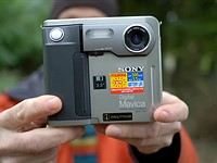 Video: a Retro Review of Sony's 24-year-old Mavica FD5 camera, which used floppy discs for storage