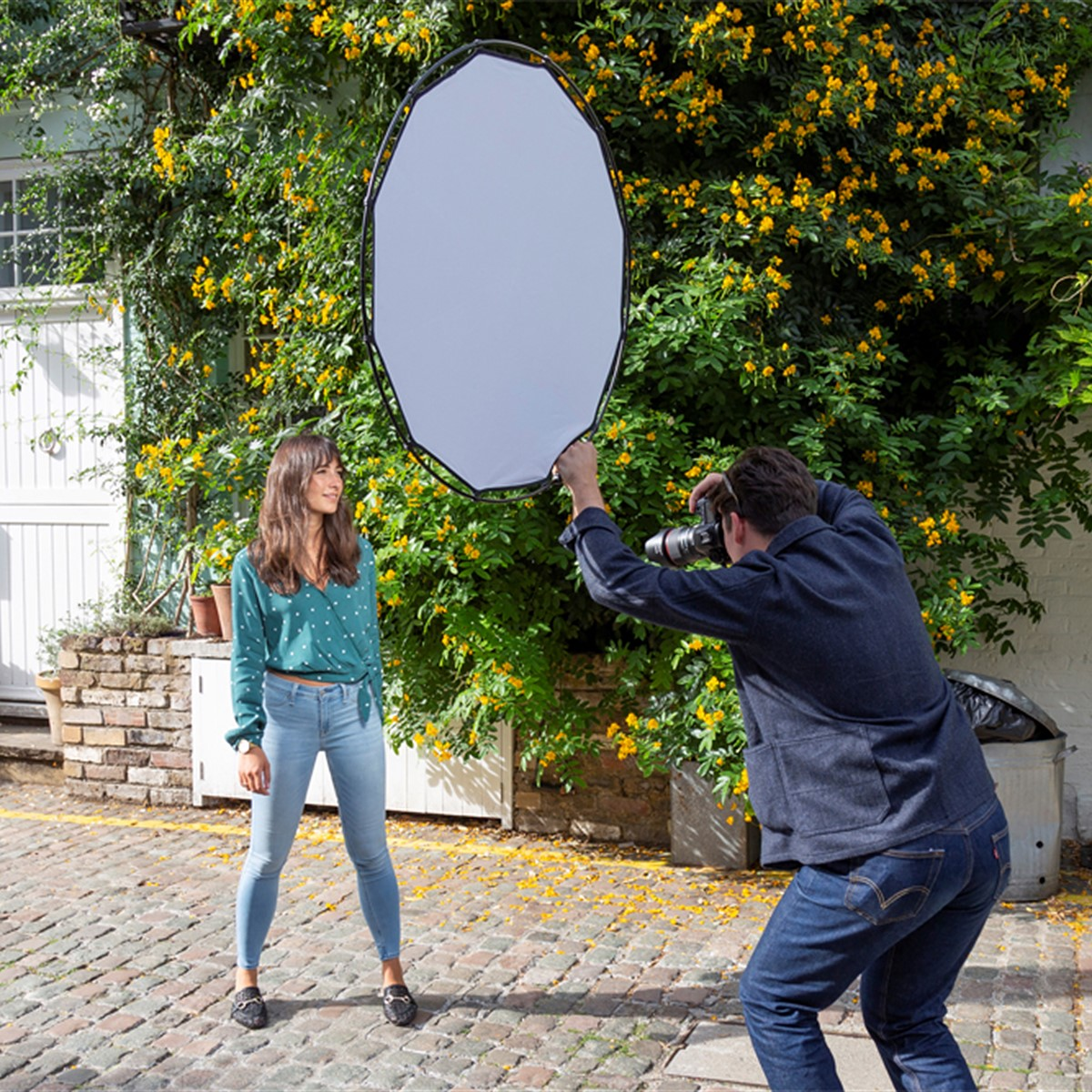 The Lastolite HaloCompact is a new reflector, diffuser with