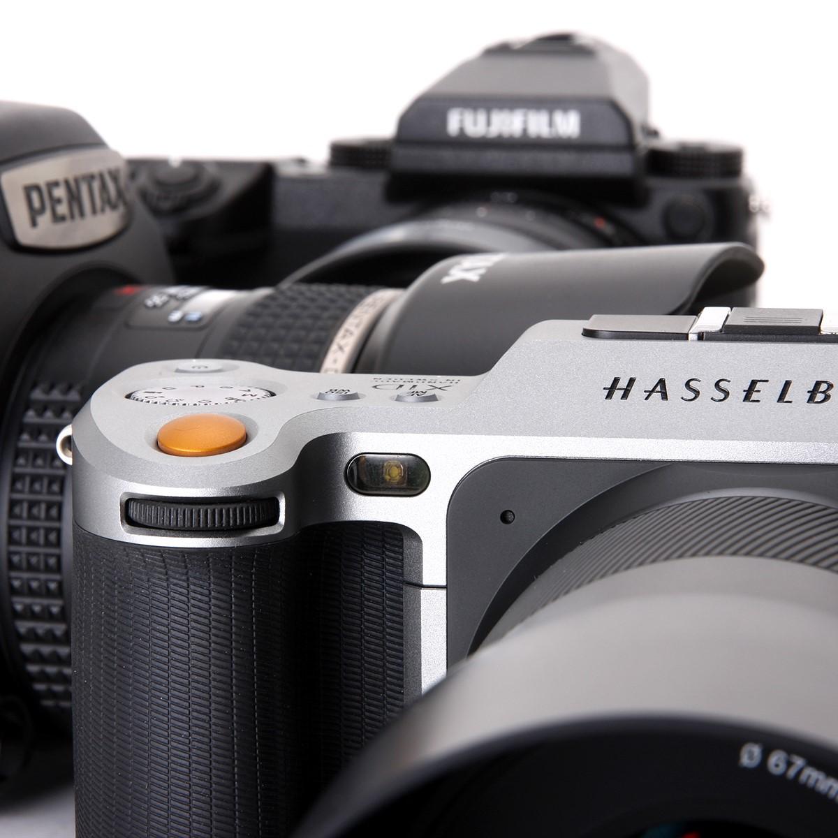 Fujifilm Gfx 50s Vs Pentax 645z Hasselblad X1d Digital Amp Gauge Wiring Diagram Http Wwwebaycom Itm Ac300v100abluelcd Photography Review