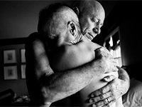 Daughter beautifully documents parents' dual struggle with cancer