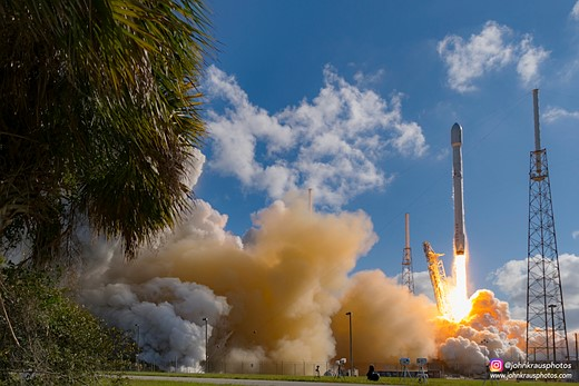 Looking up: Sixteen-year-old John Kraus is a rocket launch photographer 4