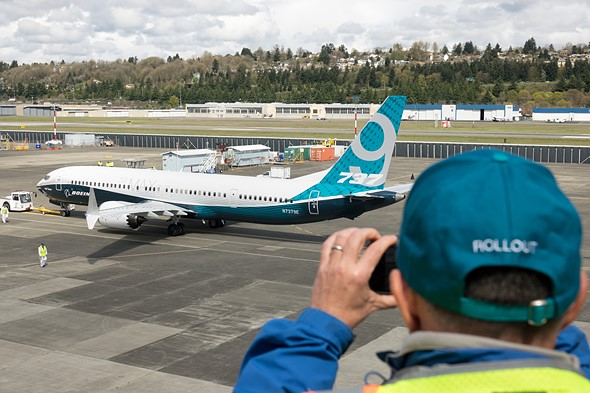 We shot the Boeing 737 Max 9's first flight with a Sony Cyber-shot RX10 III 5