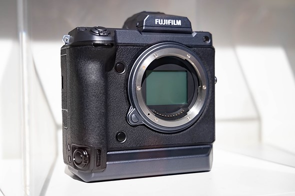 Fujifilm developing 100MP medium format with phase detection and IBIS