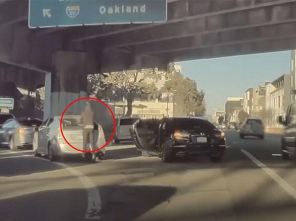Resultado de imagem para CAUGHT ON CAMERA: Driver robbed while in San Francisco traffic near I-80 on-ramp