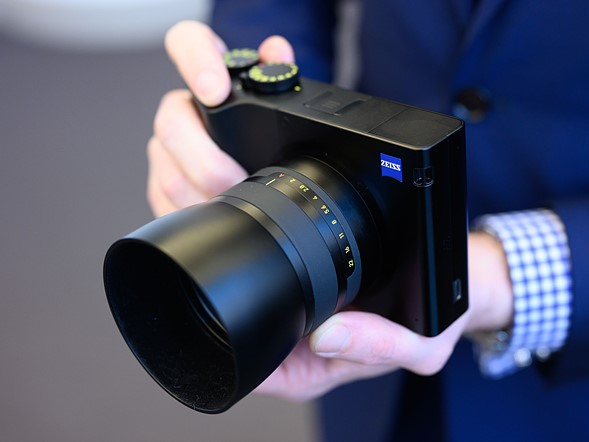<strong>Hands-on with the Zeiss ZX1</strong>