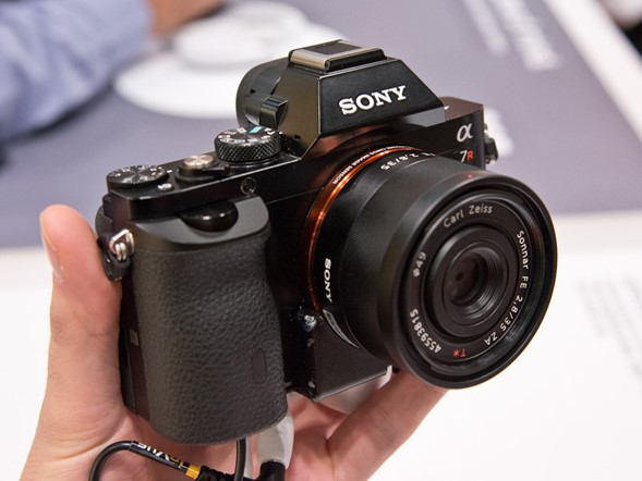 Hands on with Sony's A7 / A7R