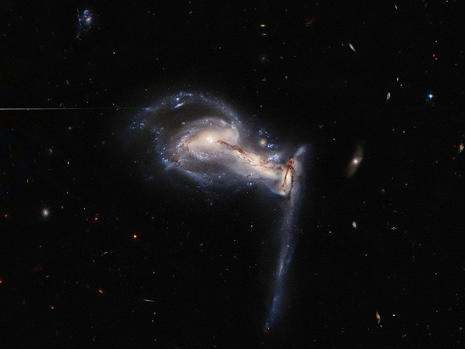 Hubble captures stunning gravitational interaction between a trio of galaxies