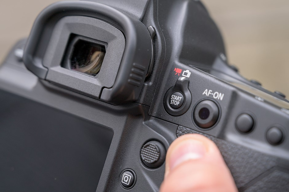 Canon releases 1D X Mark III firmware update to fix lock-up issue, add 23.98p video capture