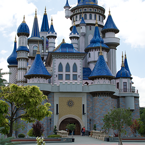 Volunteer for retouching this castle?