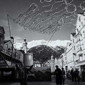 Bubble artist in Innsbruck (Q)