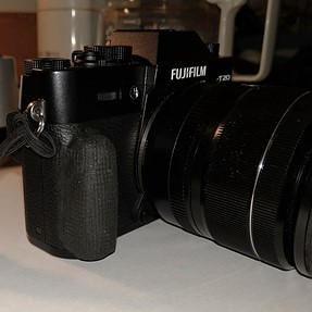 Sugru and the X-T20 grip conundrum