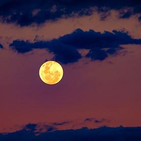 Fujifilm 55-200mm & the moon
