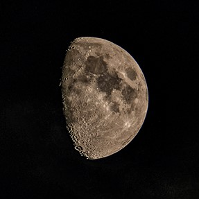 The moon tonight cliose to 3/4