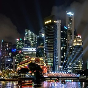 Night scenes of Singapore enhanced by the I light festival