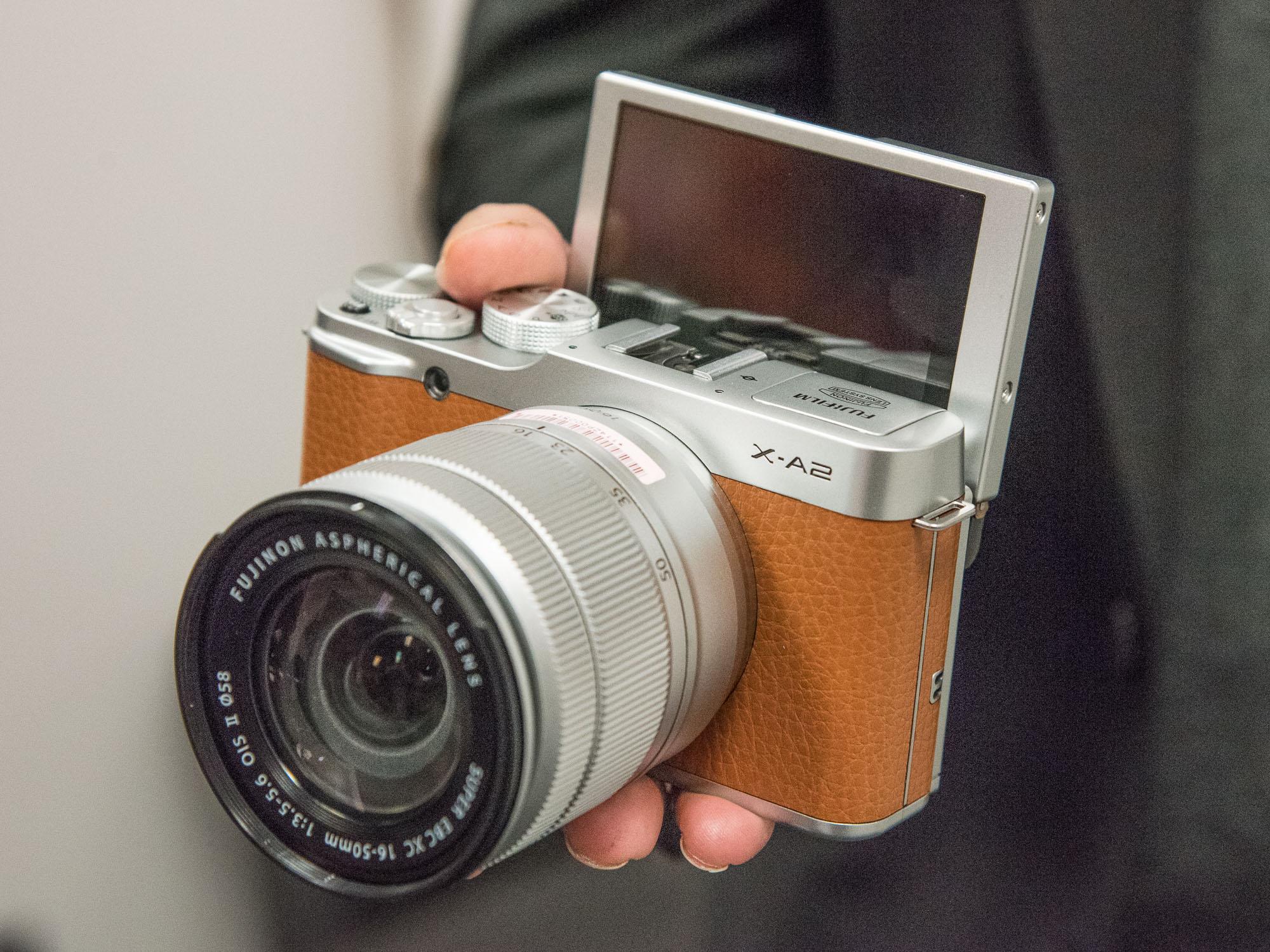 Foto dari DPReview Sony a6000 bisa dibilang merupakan kamera mirrorless level pemula